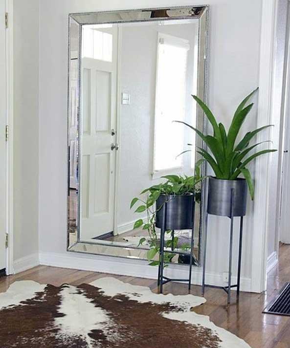 آینه در ورودی خانه
